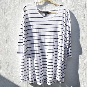 A Pea In The Pod white with stripes top